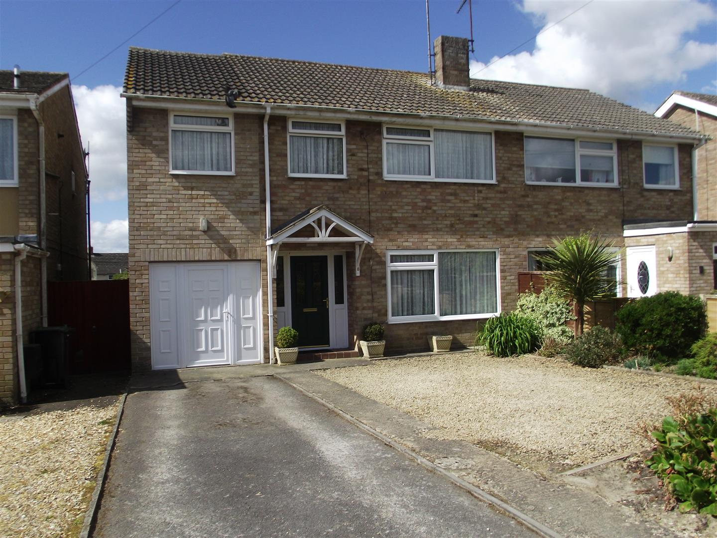 4 Bedrooms Semi Detached House for sale in Woodhill Rise, Calne